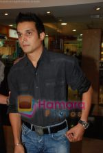 Jimmy Shergill at Hastey Hastey music launch in Milan Mall on April 26th 2008 (2).jpg
