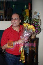 Karan Razdan at Karan Razdans Bday Bash in Mangi Ferra, Juhu on April 26th 2008 (7).jpg