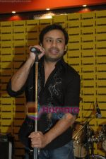 Najam Sheraz from Pakistan launches his album in Infinity on April 26th 2008 (1).JPG