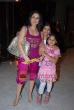 Sameena Khan with her daughters at Raell Padamsee_s Freedom Show in NCPA on May 2nd 2008.JPG