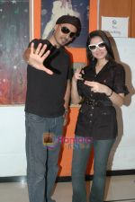 Sukhbir and director Divya Khosla Kumar in Abu Malik rehearsal hall at Four Bungalows, Andheri West on May 4th 2008.jpg