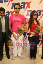 Ria Sen and Rohit Roy promotes Max retail store in  Bhayander on May 16th 2008(1).JPG