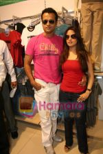 Ria Sen and Rohit Roy promotes Max retail store in  Bhayander on May 16th 2008(10).JPG