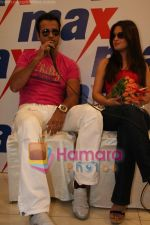 Ria Sen and Rohit Roy promotes Max retail store in  Bhayander on May 16th 2008(3).JPG