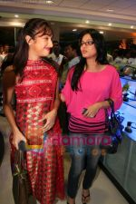 Mouli Ganguly, Tasneem Sheikh at Six Sense store launch in Prabhadevi on May 22nd 2008(2).JPG