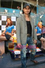Kunal Khemu promotes Pepe Jeans at F1 event in Phoenix Mills on May 24th 2008 (11).JPG