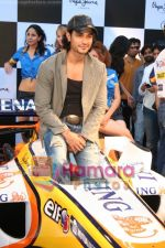 Kunal Khemu promotes Pepe Jeans at F1 event in Phoenix Mills on May 24th 2008 (25).JPG