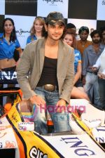 Kunal Khemu promotes Pepe Jeans at F1 event in Phoenix Mills on May 24th 2008 (26).JPG