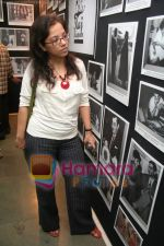 Tanuja Chandra at Raj Kapoor_s death anniversary photo exhibition in Rang Sharda on June 2nd 2008(9).JPG
