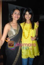Tapur Chaterjee with Fleur Xavier at Reshma Bombaywala_s bday bash in Magic on June 8th 2008(2).JPG