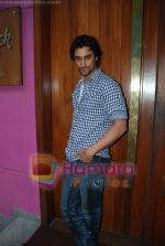 Kunal Kapoor in association with Art of Living Foundation presented gifts to kids at Hard Rock Cafe on June 14th 2008 (20).JPG