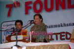 Anup Jalota at Cancer Aid Research Foundation in Shamukhanand Hall on 20th June 2008(2).JPG