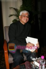 Amitav Ghosh at the book reading of Amitav Ghosh_s book Sea of Popples at Hilton on June 22nd 2008 (6).JPG