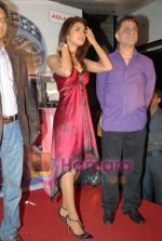 Priyanka Chopra, Harry Baweja  endorses Ira diamonds in Vie Lounge on June 24rd 2008(7).JPG