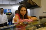 Kim Sharma at Falafel and Hummus House in Lokhandwala on June 25th 2008 (21).JPG