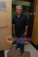 Om Puri at Mukhbir press meet in Samaira_s office on June 24rd 2008(1).JPG