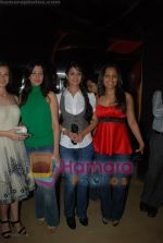 Aditi Gowitrikar, Anjana Sukhani, Meghna Naidu at the Premiere of Via Darjeeling in  PVR on June 25th 2008(4).JPG