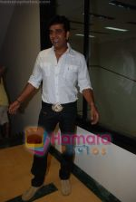 Ravi Kishan at Nagesh Bhosle_s wedding anniversary in Country Club on June 25th 2008(32).JPG