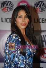 Sophie Chaudhary at MTV License to Flirt launch at Taj Hotel on June 25th 2008(15).JPG