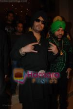 Mika Singh, Daler Mehndi at the music launch of Singh is King in Enigma on June 26th 2008(22).JPG