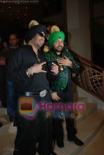 Mika Singh, Daler Mehndi at the music launch of Singh is King in Enigma on June 26th 2008(4).JPG