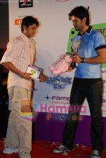 Harman Baweja at Interaction with Kids at Fame, Andheri on June 27th 2008 (19).JPG