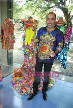 Manish Arora at the launch of D7 store in Mumbai on June 26th 2008(12).JPG