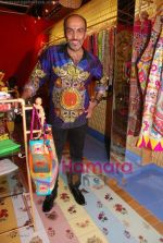 Manish Arora at the launch of D7 store in Mumbai on June 26th 2008(2).JPG