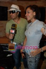 Mansi Scott, Mika Singh at the recording of Mansi Scott_s debut album with Mika Singh at MEET Brothers recording studio on 27th June 2008 (4).JPG
