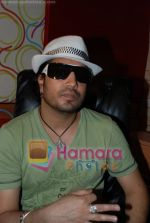 Mika Singh at the recording of Mansi Scott_s debut album with Mika Singh at MEET Brothers recording studio on 27th June 2008 (3).JPG