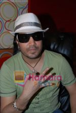 Mika Singh at the recording of Mansi Scott_s debut album with Mika Singh at MEET Brothers recording studio on 27th June 2008 (4).JPG
