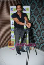 Sunil Shetty at Mid-Day anniversary bash in Blue Sea on July 2nd 2008(5).JPG