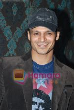 Vivek Oberoi at Mid-Day anniversary bash in Blue Sea on July 2nd 2008(10).JPG