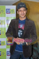 Vivek Oberoi at Mid-Day anniversary bash in Blue Sea on July 2nd 2008(3).JPG