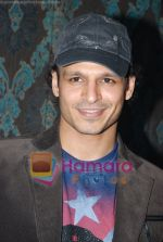 Vivek Oberoi at Mid-Day anniversary bash in Blue Sea on July 2nd 2008(62).JPG