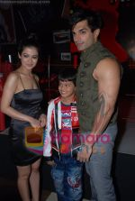 Shweta Gulati, Karan Singh Grover at Star One_s Zara Nachke Dikha kickstarts in Sports Bar on July 8th 2008(3).JPG