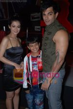 Shweta Gulati, Karan Singh Grover at Star One_s Zara Nachke Dikha kickstarts in Sports Bar on July 8th 2008(66).JPG