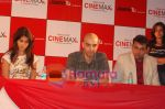 Genelia and Abbas Tyrewala and Star Cast of Jaane Tu Ya Jaane Na visit Cinemax, Nagpur on July 9th 2008(9).JPG