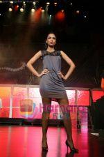 Sania Sheikh at Audi A4 launch with Gayatri Khanna_s fashion show on July 10th 2008(27).jpg