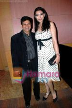 Viren Shah with Yukta Mookhey at CMAI  Apex Awards on 10th July 2008.jpg