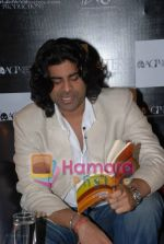 Sikander Kher at the reading of The Alchemist in Tao Gallery on July 13th 2008 (5).JPG