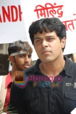 Sachin Sharma protests against non payment by Milind Soman in Santacruz on July 14th 2008(12).JPG