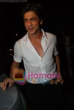 Shahrukh Khan at Katrina Kaif_s birthday bash in Olive on 16th July 2008(4).JPG