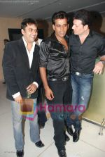 Ravi Kishan with Aditya Pancholi at Ravi Kishan_s birthday bash in D Ultimate Club on 17th July 2008(3).JPG