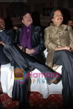 Shatrughan Sinha, Pankaj Udhas at Khazana concert in Trident on July 25th 2008(2).JPG