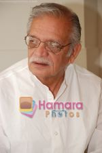 Gulzar at Selective poems book launch by Gulzar in ITC Grand Maratha on July 26th 2008(19).JPG