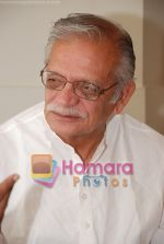 Gulzar at Selective poems book launch by Gulzar in ITC Grand Maratha on July 26th 2008(21).JPG