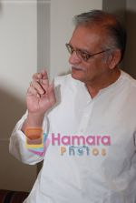 Gulzar at Selective poems book launch by Gulzar in ITC Grand Maratha on July 26th 2008(22).JPG