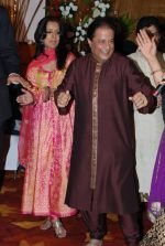 Anup Jalota with Family at Anup Jalota_s Birthday Bash in Sunville,Worli on July 29th 2008 (2).JPG