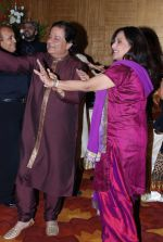 Anup Jalota, Anju Mahendru at Anup Jalota_s Birthday Bash in Sunville,Worli on July 29th 2008 (2).JPG